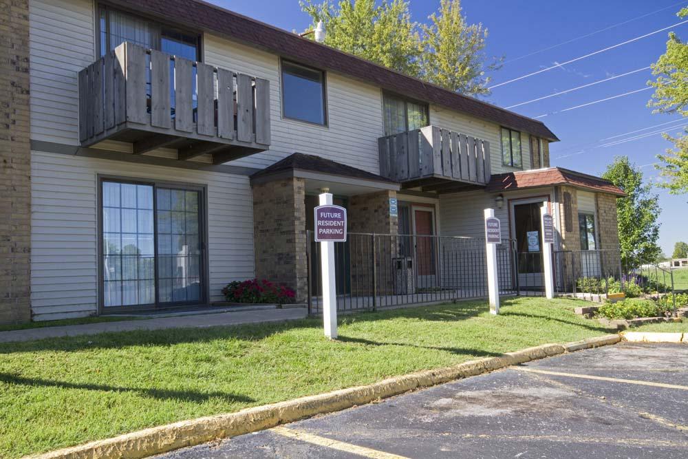 English Village Apartments Springfield Mo